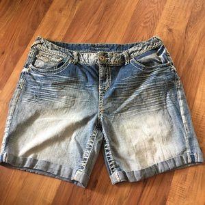 Plus size boyfriend shorts size 15/16